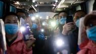 Ein medizinisches Team beendet seinen Einsatz in der chinesischen Stadt Wuhan.