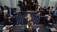 Die ehemalige Facebook-Mitarbeiterin und Whistleblowerin Frances Haugen bei der Anhörung vor dem Senatsausschuss