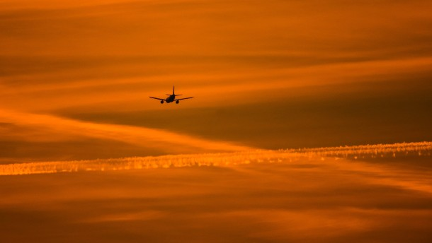 © dpa Ein Flugzeug im Anflug auf Frankfurt (Archivbild)