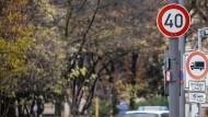 Mit dem Tempolimit soll die Schadstoffbelastung verringert und ein Dieselfahrverbot verhindert werden.