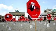 Schilderwald-Aktion der Kinderhilfsorganisation World Vision in Berlin (Symbolbild)