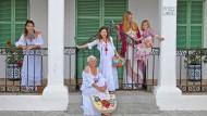 Eine Gruppe Frauen in Adlib-Mode auf Ibiza