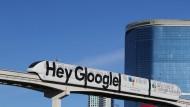 Sprachcodes des 21. Jahrhunderts: Eine Werbung für den Google Assistant in Las Vegas