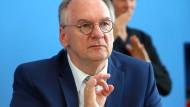 Politshowdown in Sachsen-Anhalt: Heiliger Rundfunkbeitrag