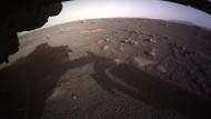 """""""Perseverance"""" schickt Bilder von der Marsoberfläche"""