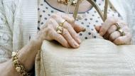Geld aus Abfindungen ist als Altersvorsorge besser aufbewahrt als in der Handtasche.