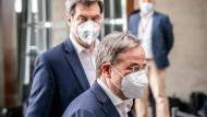 Markus Söder und Armin Laschet treten am 11. April in Berlin gemeinsam vor die Presse.