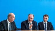 Die Ministerpräsidenten Dietmar Woidke (SPD, l-r), Reiner Haseloff (CDU) und Michael Kretschmer (CDU) haben beim Kohleausstieg viel Geld für ihre Länder erstritten.