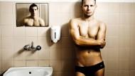 """In """"Tiefe Wasser"""" steht der Leistungsschwimmer Kuba unter Druck."""