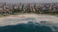 Ausufernd: Die Ausbreitung des Schleims wie hier vor Istanbul wird durch Abwässer und höhere Wassertemperaturen begünstigt.