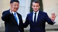 Der chinesische Präsident Xi Jinping und Frankreichs Präsident Emmanuel Macron am Montag vor dem Elysee-Palast in Paris