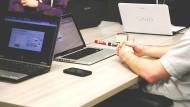 Verborgene Helfer: Ob in der Buchhaltung, in der IT oder im Sekretariat in vielen Unternehmen werden die Fachkräfte in der Verwaltung knapp.
