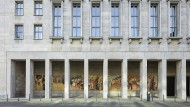 """Die Restaurationskosten wurden wohl als Solidaritätszuschlag verbucht: Max Lingners Wandbild """"Aufbau der Republik"""" am Bundesfinanzministerium."""