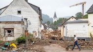 Der Schaden zeigt sich Stück für Stück: Erste Aufräumarbeiten in Ahrweiler