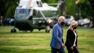 Reisen nach Georgia: Der amerikanische Präsident Joe Biden und seine Frau Jill