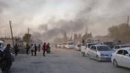 Wie weit wagt die Türkei sich vor? Bewohner von Ras al Ain fliehen nach dem Beginn der Offensive am Mittwoch.