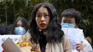 Kämpft gegen sexuelle Gewalt: Zhou Xiaoxuan im Dezember 2020 vor einem Gerichtsgebäude in Peking