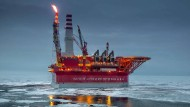 Offshore-Ölförderplattform Prirazlomnaya im Mai 2016 in Petschorasee, Russland