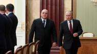 Michail Mishhustin und Wladimir Putin am Dienstag in Moskau