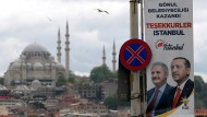 Seltenes Bild im Istanbuler Wahlkampf: Erdogan (r.) zusammen mit seinem AKP-Kandidaten Binali Yildirim