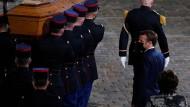 Im Garten der Sorbonne: Emmanuel Macron erweist Samuel Paty die letzte Ehre