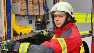 Im Einsatz: Yannic Weigel von der Freiwilligen Feuerwehr Kierspe