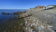 """Es gibt viel Salzwasser in """"Warten auf Wind"""", viel Möwen, Muscheln und Meer: Fischerdorf am Kalmarsund auf Öland."""
