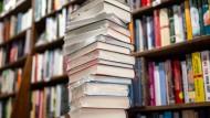 Noch ist es ein Stapel von zwanzig Büchern: Die Longlist zum Deutschen Buchpreis 2020 steht fest.