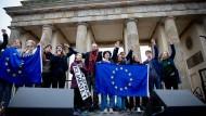 Wer macht die Europäische Idee wieder sexy? Greta Thunberg mit Schülern am Brandenburger Tor.