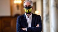 Drama vor und hinter der Maske: Intendant Oliver Reese