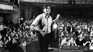 Hier kannte man ihn nur als Amerikaner – an seine Kindheit hatte er wohl fast keine Erinnerung: Bill Graham (1931 bis 1991) im Fillmore East um 1971