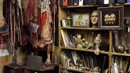 """Blick in die Wunderkammer – eine Szene aus Ulrike Pfeiffers Film """"Werner Nekes – Das Leben zwischen den Bildern"""" (2017)"""