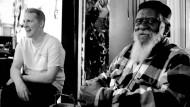 Folgt dem Lockruf der Jugend: Pharoah Sanders (rechts) mit  dem Elektro-Musiker Sam Shepherd alias Floating Points