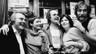 Genazino (links) mit Freunden im Frankfurter Lokal Mentz.