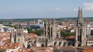 Als wäre es eine Vision von Schinkel: Blick auf die sich zur Westfassade hin immer höher auftürmende Kathedrale von Burgos.