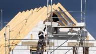 Kredite für den Bau eines Eigenheims dürften laut einer Umfrage bald schwerer zu bekommen sein.