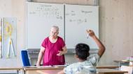 Wie lassen sich pandemiebedingte Lernlücken schließen? Unterricht in einer Schule in Frankfurt im August 2020