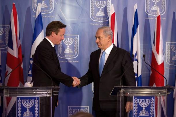 Einigkeit trotz grimmigem Blicks: Der britische Premierminister James Cameron (links) und sein israelischer Amtskollege Benjamin Netanjahu