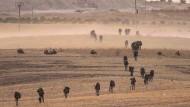 Auf dem Vormarsch: Türkische Truppen nähern sich am 15. Oktober der syrischen Stadt Manbidsch.