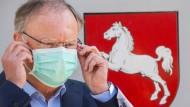 """Niedersächsischer Ministerpräsident Weil: """"Wir gehen über dünnes Eis"""""""
