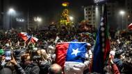 Anhänger der Verfassungsreform feiern am 25. Oktober in Santiago ihren Sieg im Referendum.