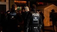 Berlin: Polizei löst illegale Versammlung von Corona-Leugnern auf