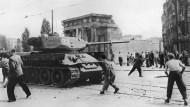 Sowjetische Panzer gegen protestierende Arbeiter: Ost-Berlin am 17. Juni 1953