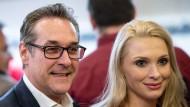 Noch ist unklar, ob Heinz-Christian Straches Ehefrau Philippa weiterhin für die FPÖ tätig sein wird.