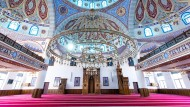 Der Innenraum der Ditib-Merkez-Moschee in Duisburg
