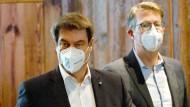 """Fordert beim Thema Steuern """"Entlastung statt Belastung"""": CSU-Generalsekretär Markus Blume (rechts), hier im Februar mit CSU-Chef Markus Söder in München"""