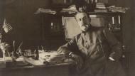 """Der """"bedeutendste Europäer seiner Zeit"""" bei der Arbeit: Giacomo Puccini."""