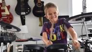 Gitarre, Klavier, Schlagzeug: Mika Mai beherrscht mehrere Instrumente virtuos