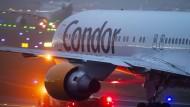 Wohin geht die Reise? Condor-Flugzeug in Frankfurt