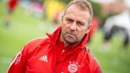 Hofft auf Verstärkungen im Kader: Bayern-Trainer Hansi Flick
